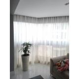 cortina branca para sala Jardins